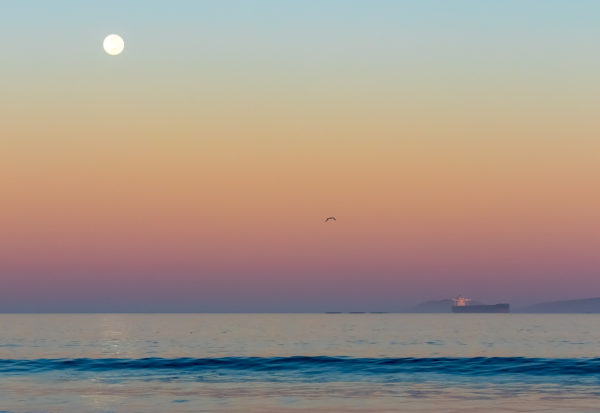pastel-ship-under-the-moon